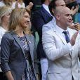 Andre Agassi et Steffi Graf vu Roger Federer se qualifier pour les demi-finales de Wimbledon, sur le court central, le 4 juillet 2012.