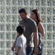 Le visage fermé, Megan Fox en compagnie de son mari Brian Austin Green et du fils de celui-ci, Kassius, à Los Angeles le 17 juin 2012