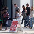 En famille, Megan Fox en compagnie de son mari Brian Austin Green et du fils de celui-ci, Kassius, à Los Angeles le 17 juin 2012