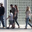 Megan Fox en compagnie de son mari Brian Austin Green et du fils de celui-ci, Kassius, à Los Angeles le 17 juin 2012