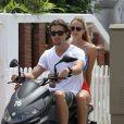 Candice Swanepoel et son petit ami mannequin Hermann Nicoli profitent du soleil à Miami lors du balade à scooter. Le 4 juillet 2012.
