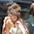 Katie Holmes et Suri Cruise, qui semble triste, avec des amis dans les rues de New York, le 5 juillet 2012