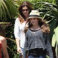 Cindy Crawford et sa fille Kaia, deux modeuses qui se sont faits plaisir durant une sortie shopping au Malibu Country Mart. Malibu, le 7 juillet 2012.