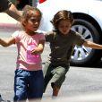Emme et Max, les enfants de Jennifer Lopez le 15 mai à Calabasas