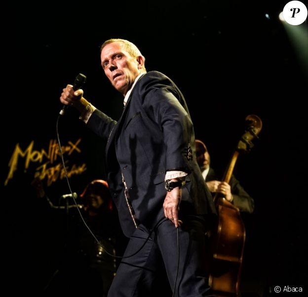 Hugh Laurie sur la scène du Festival de Jazz de Montreux, en Suisse, le 9 juillet 2012