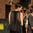 Anne Hathaway arrive sur le plateau de David Letterman à New York, le 11 juillet 2012.