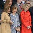 Valérie Trierweiler, un mois après le Twittweilergate des législatives, assistait au défilé militaire de la Fête nationale, le 14 juillet 2012, installée dans la tribune des conjoints des membres du gouvernement, à la gauche de la tribune présidentielle d'où son compagnon François Hollande, chef de l'Etat et des armées, a suivi la parade.