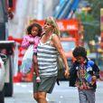 Heidi Klum en compagnie de ses quatre enfants, Leni, Henry, Johan et Lou à New York, le 14 juillet 2012