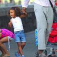 La petite Lou profite de son papa Seal sous le soleil de New York le 15 juillet 2012