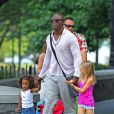 Le chanteur Seal a profité de ses filles Leni et Lou sous le soleil de New York le 15 juillet 2012