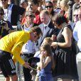 Bradley Wiggins entouré de sa femme Cathy et de leurs enfants Ben et Isabella le 22 juillet 2012 sur les Champs Elysée lors de la dernière étape du Tour de France 2012