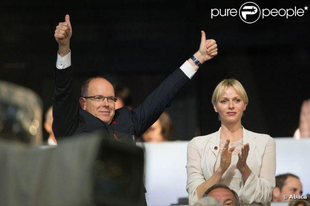 Charlene et Albert assistent au coup d'envoi des JO de Londres 2012 avec enthousiasme. 27 juillet