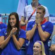 Alain Bernard et le clan français lors de la finale du 100 m nage libre de Yannick Agnel le 1er août 2012 à Londres