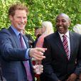 Lol, elle est bien bonne ! Le prince Harry recevait le 2 août 2012 à Clarence House de jeunes médaillés des récents School Games, dont il est président. Une rencontre qu'il a animée de son humour irrésistible, aux dépens notamment du secrétaire d'Etat Jeremy Hunt.