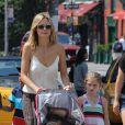 Belle journée pour Heidi Klum dans les rues de New York avec ses enfants. Le 4 août 2012