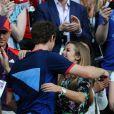 Andy Murray dans les bras de sa compagne Kim Sears après son sacre olympique face à Roger Federer le 5 août 2012 à Londres
