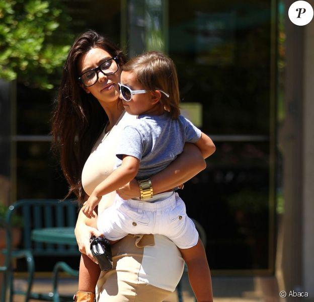 Kim Kardashian, très maternelle, a passé la journée du dimanche 5 août avec son neveu, Mason