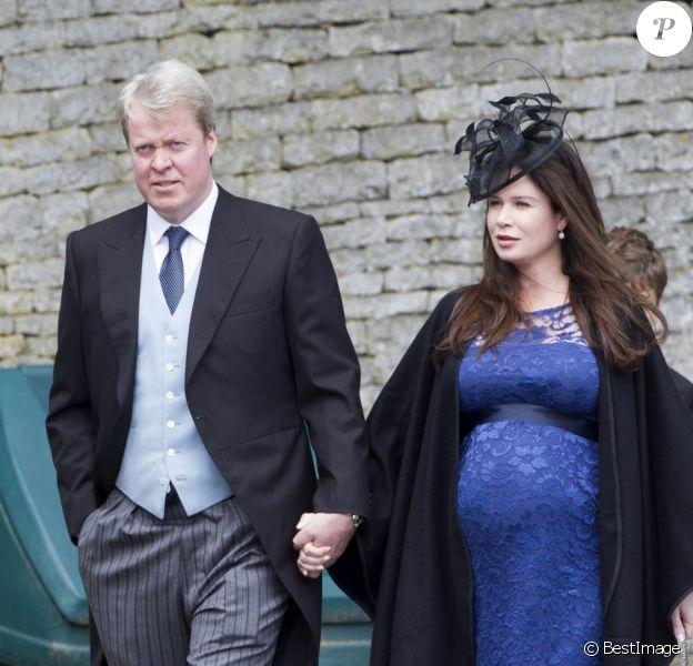 Charles Spencer, 9e comte Spencer et frère de Lady Di, et son épouse Karen Gordon, comtesse Spencer, lors du mariage d'Emily McCorquodale en juin 2012. Karen Gordon était alors enceinte de 7 mois d'une petite fille venue au monde le 30 juillet 2012 au domaine d'Althorpe : Lady Charlotte Diana Spencer.