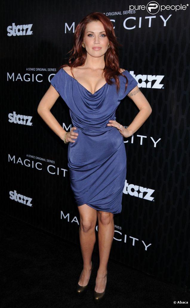 Willa Ford le 20 mars 2012 à Hollywood por une soirée de la série  Magic City .   En août 2012, Willa Ford et son mari l'ancien hockeyeur Mike Modano annoncent qu'ils divorcent, après cinq ans de mariage.