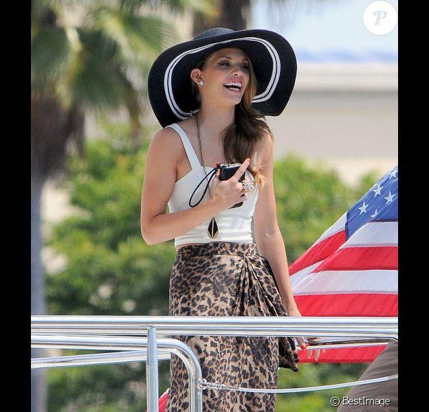 AnnaLynne McCord souriante sur le tournage de 90210 en Californie le 7 août 2012