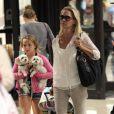 Jennie Garth et ses trois files de retour à Los Angeles le 10 août 2012