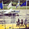 Arrivée attendue de Johnny Hallyday le 4 août 2012 à l'aéroport Gustaf III de Saint-Barthélemy, par Laeticia Hallyday.