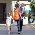 Ben Affleck et ses filles au Farmers Market le 12 août 2012 à Los Angeles