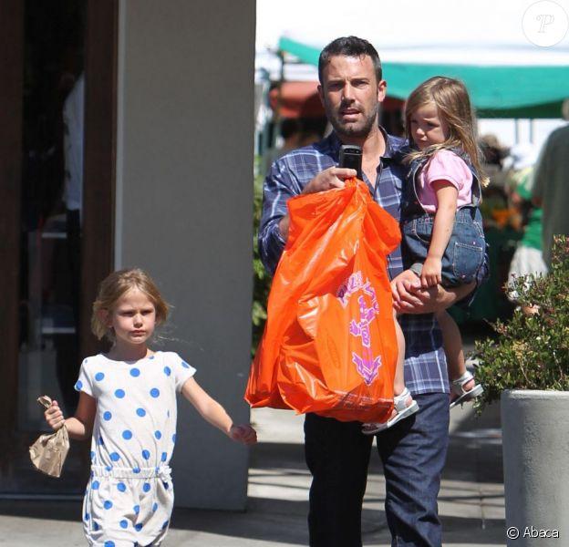 Sortie au Farmers Market de Los Angeles pour Ben Affleck et ses filles le 12 août 2012