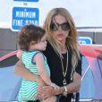 Rachel Zoe et son fils Skyler, un an, surpris dans les rues de West Hollywood. Le 13 août 2012.