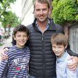 Martin Jorgensen avec les princes Nikolai et Felix le 29 juin 2012 devant l'école Krebs.