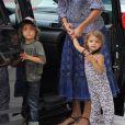 Exclu - Camila Alves, accompagnée ses deux enfants Levi et Vida, sort de son rendez-vous médical. Los Angeles, le 16 août 2012.