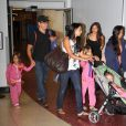 Matt Damon, sa femme Luciana Barroso et leurs filles Isabella (6 ans) Gia (4 ans) et Stella (2 ans). La petite famille a été vue à l'aéroport de Boston le 16 août 2012.