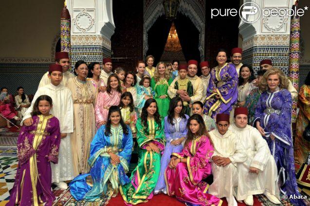 Photo du mariage du prince Moulay Ismail le 25 septembre 2009. La princesse Lalla Amina était présente (de profil, 2e en partant de la droite).