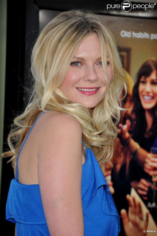Kirsten Dunst pétillante à l'avant-première de  Bachelorette  à Los Angeles, le 23 août 2012.