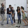 Géraldine Nakache, Baptiste Lecaplain, Manu Payet, Leïla Bekhti et Nader Boussandel dans les rues d'Angoulême durant le festival du film francophone le 26 août 2012