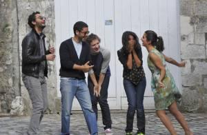 Leïla Bekhti et Géraldine Nakache, en plein fou rire, et des Bronzés amoureux