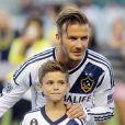 """""""David Beckham et son fils Romeo entrent sur la pelouse du Home Depot Center de Carson avant la rencontre Los Angeles Galaxy et Vancouver Whitecaps. Le 1er septembre 2012."""""""