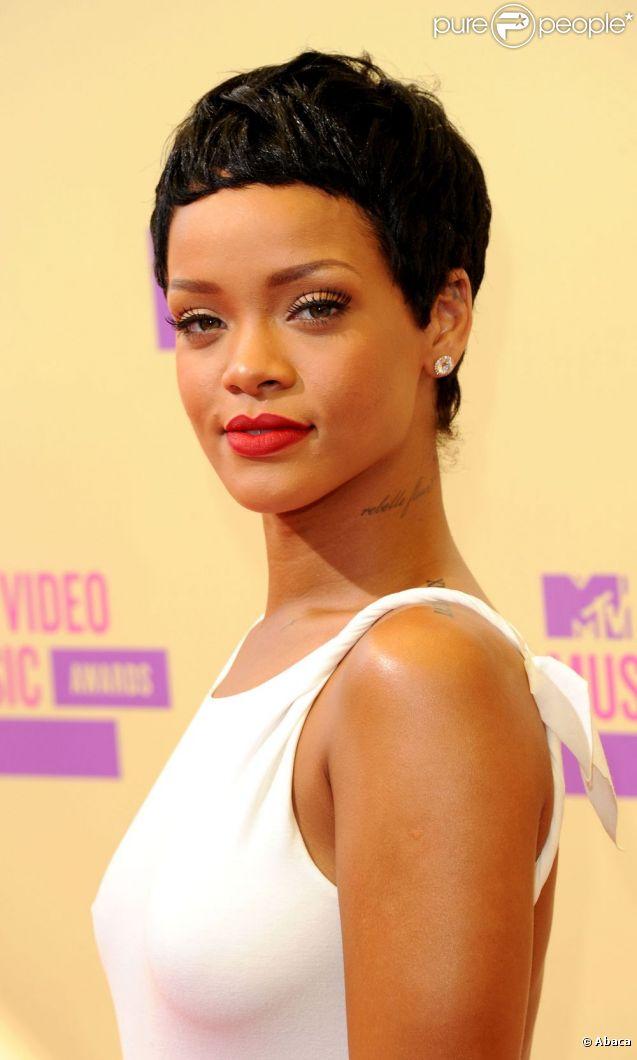 Rihanna, absolument ravissante à son arrivée au Staples Center pour les MTV Video Music Awards 2012. Los Angeles, le 6 septembre 2012.