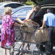 Laeticia Hallyday et sa grand-mère sont allées faire des courses à Los Angeles, le 9 septembre 2012.