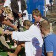 La princesse Maxima des Pays-Bas a nagé dans les canaux d'Amsterdam dans le cadre de l'Amsterdam City Swim, un événement qui vise à sensibiliser le grand public sur la maladie de Charcot le 9 septembre 2012