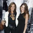 La créatrice Donna Karan et son égérie Ashley Greene lors du défilé DKNY printemps-été 2013. New York, le 9 septembre 2012.