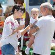 Selma Blair avec son ex-compagnon Jason Bleick et leur fils Arthur dans les rues de Los Angeles.