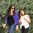 Khloe et Kim Kardashian, sur leur 31, filment les séquences de leur émission Keeping Up With The Kardashians. Miami, le 16 septembre 2012.