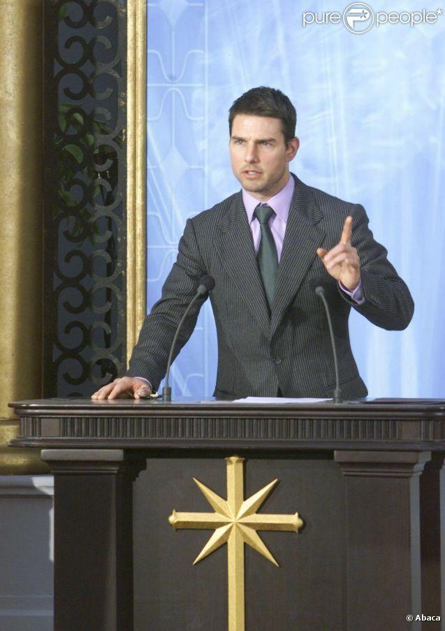Tom Cruise fait un discours pour l'ouverture d'un centre de la scientologie à Madrid en 2004