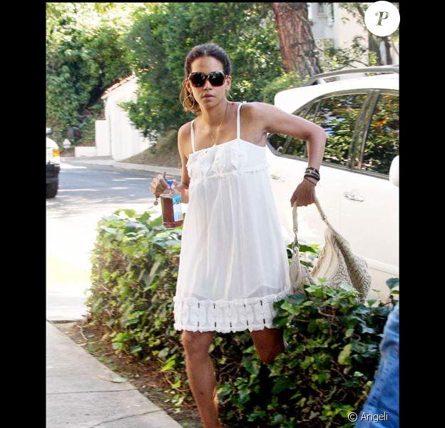 Halle Berry part déjeuner chez des amis, le 20/06/08