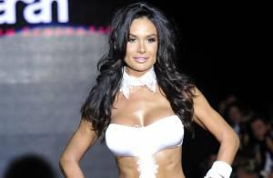 Nicole Minetti : la sexy protégée de Silvio Berlusconi défile en bikini à Milan