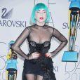 Lady Gaga reçoit l'award d'Icône de l'année aux CFDA Fashion Awards 2011, habillée d'une robe Thierry Mugler et de chaussures Noritaka Tatehana. New York, le 6 juin 2011.