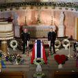 Le cercueil de la princesse Ragnhild, enveloppé dans le drapeau national norvégien. Obsèques de la princesse Ragnhild, Mme Lorenzen, soeur aînée du roi Harald V de Norvège, en la chapelle royale à Oslo, le 28 septembre 2012.