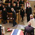 La famille royale et les proches de la défunte prennent place. Obsèques de la princesse Ragnhild, Mme Lorenzen, soeur aînée du roi Harald V de Norvège, en la chapelle royale à Oslo, le 28 septembre 2012.