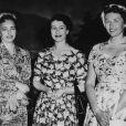 La princesse Ragnhild (à droite) avec la princesse Astrid et la reine Elizabeth II